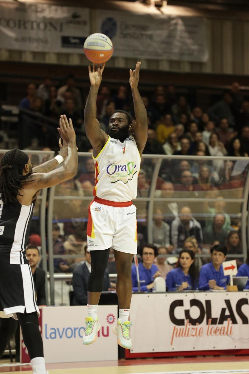 LNP serie A2 settima giornata.  OraSì Basket Ravenna - Apu Old Wild West Udine.