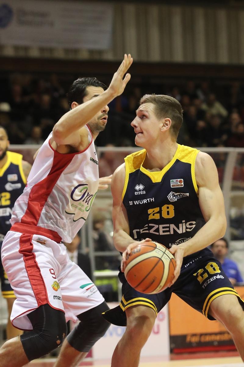 LNP serie A2 Dodicesima giornata. OraSì Basket Ravenna - Tezenis Verona.