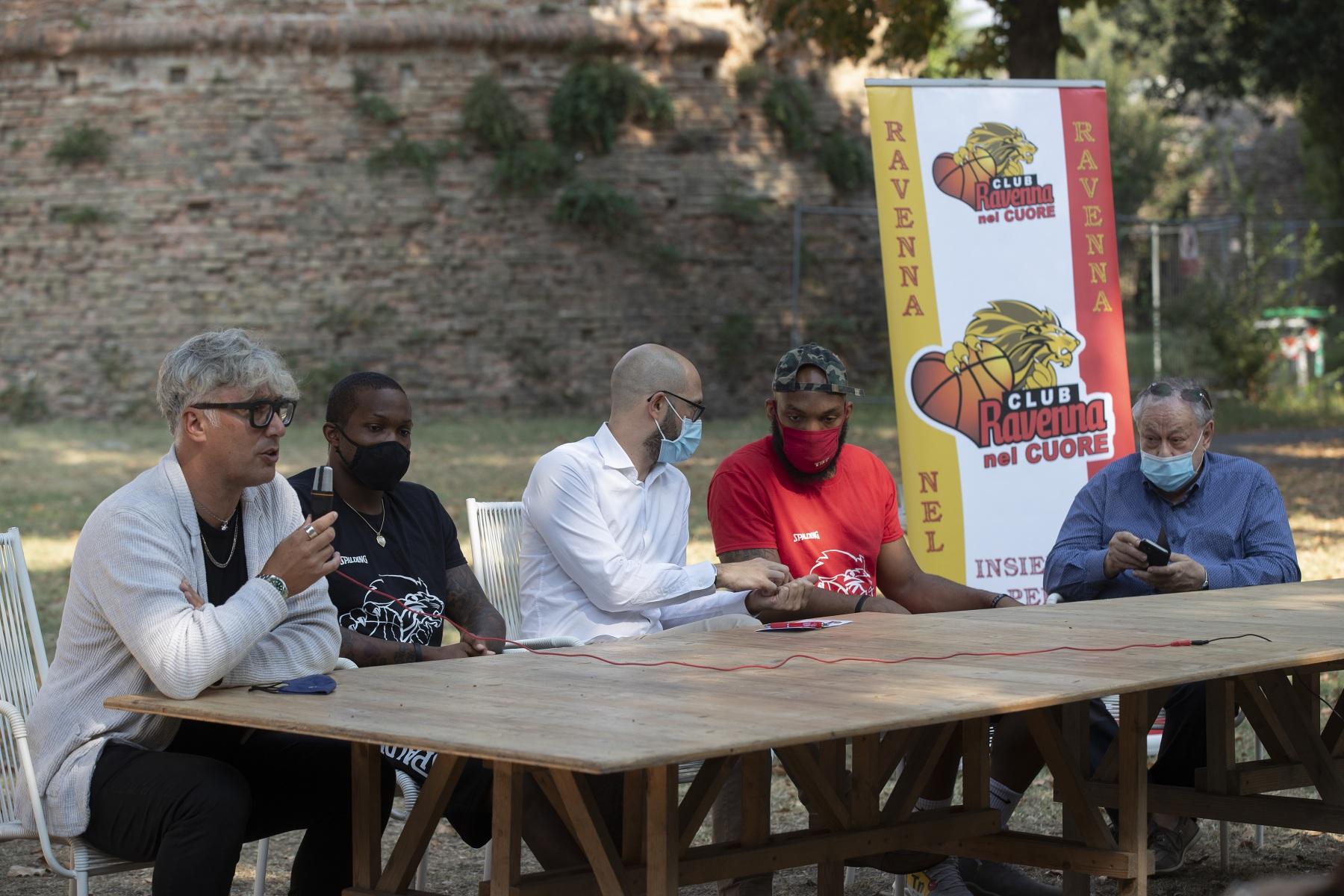 ORASI' BASKET RAVENNA. Alla Rocca Brancaleone conferenza stampa di presentazione di Ra'Shad James e Samme Givens, i due nuovi giocatori statunitensi dell'OraSì Ravenna.