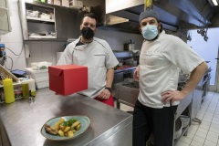 RISTORANTI ORGANIZZATI CON IL DELIVERY. Al 45, a sx lo chef Andrea Porcelli